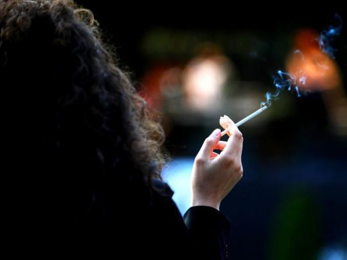 Papa Francisc interzice vânzarea ţigărilor în Vatican