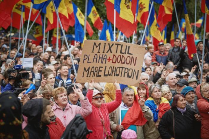 """Partidele de opoziție ies din nou în stradă: """"Dacă nu-ți place să fii călcat în picioare, vină duminică la Parlament"""""""