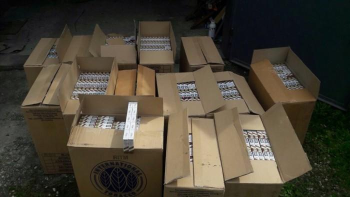 (foto/video) PCCOCS: Zece mii de pachte de țigări fără acte de proveniență, depistate în Lipcani. Un grup criminal organizat a fost deconspirat