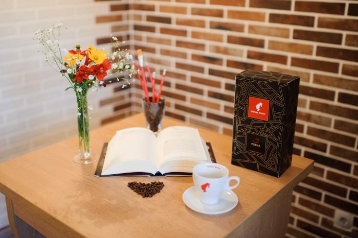 Pe 21 martie, de Ziua Internațională a Poeziei, la librăria Bestseller din Chișinău plătești cafeaua cu o poezie