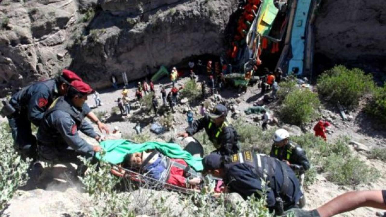 Peru: Cel puțin 35 de persoane au murit după ce un autocar a căzut într-o prăpastie
