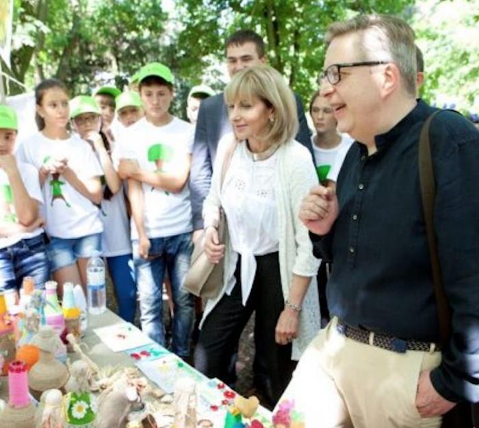 Poiect european: elevii reciclează deșeuri, construiesc turbine eoliene din plastic uzat și colectoare solare din folii de aluminiu