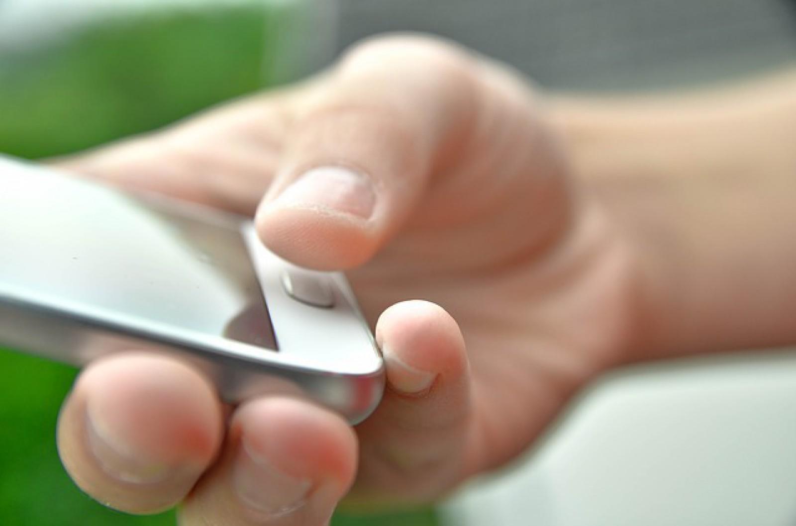 Poliţia foloseşte amprente ale unor persoane decedate pentru deblocarea telefoanelor