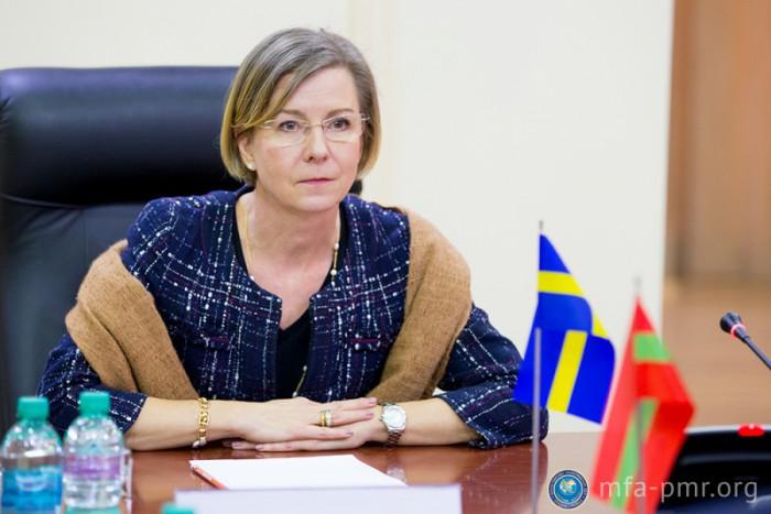 Poza zilei!  În rochie și în teniși la Cetatea Sorocii - ținuta ambasadoarei Suediei în Moldova
