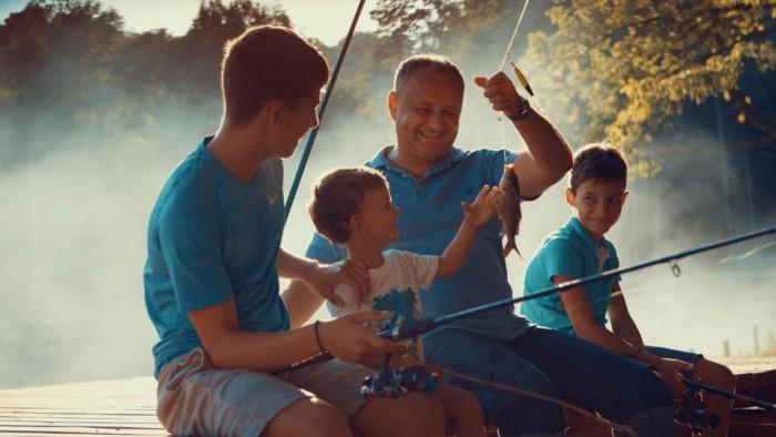 Poza zilei: Igor Dodon la pescuit cu fiii săi