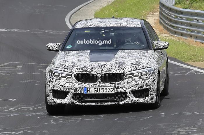 Poze spion şi video: Noul BMW M5, condus extrem de un pilot în cască