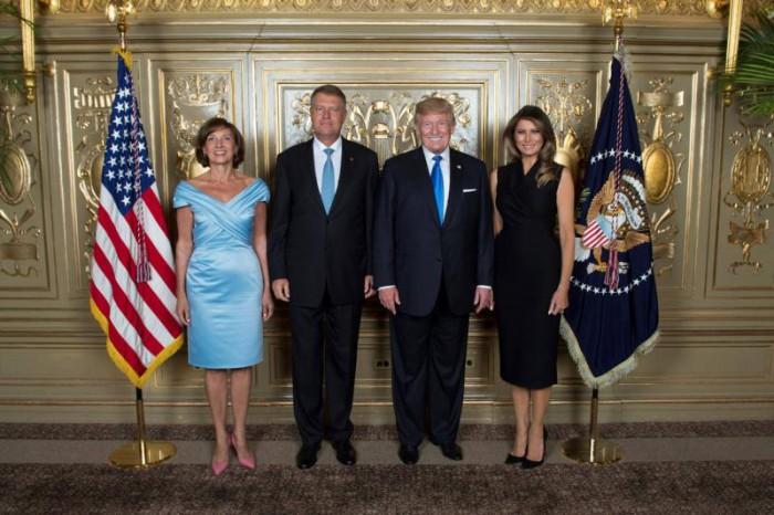 Preşedintele Klaus Iohannis şi soţia sa s-au fotografiat alături de Melania şi de Donald Trump