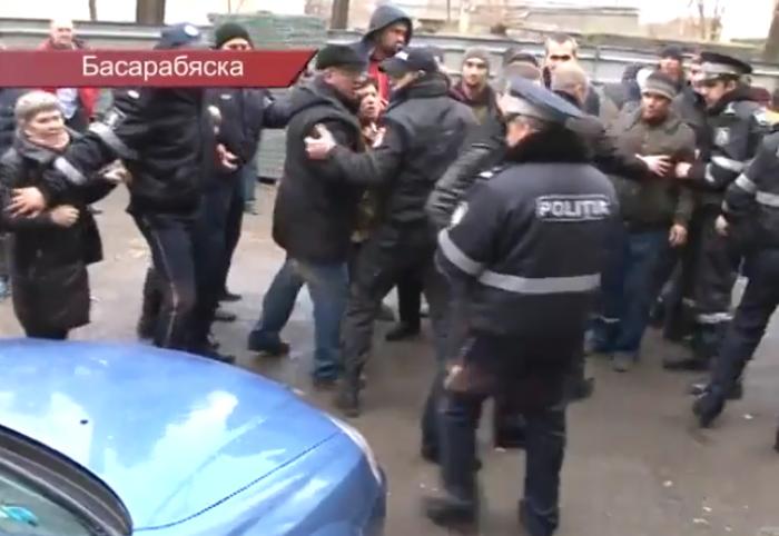 Primari solidari. Edilii din Nisporeni și Puhoi își manifestă nemulțumirea față de modul în care a fost reținut primarul din Basarabeasca