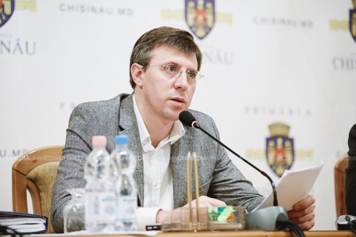 """Primarul capitalei confirmă că Nistor Grozavu a semnat contractul legat de parcările cu plată, fără acordul Consiliului Municipal: """"Se mai poate întâmpla"""""""