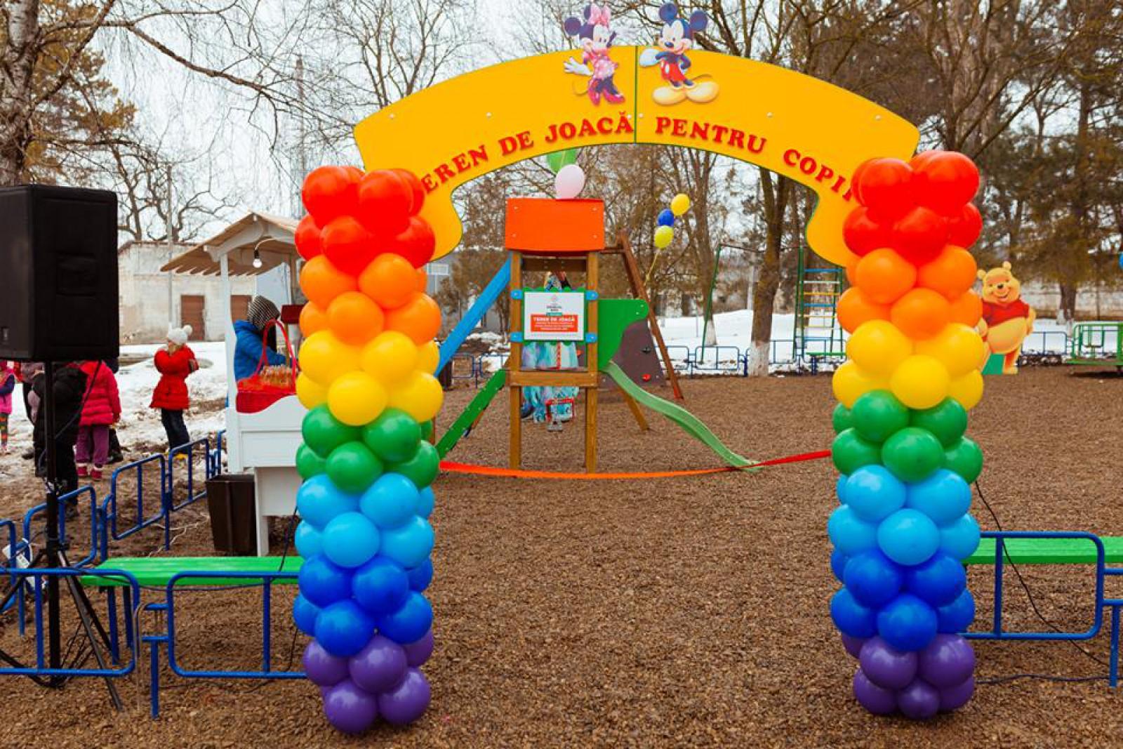 """Programul """"Uniunea Orheiul Nou"""" a inaugurat primul său proiect – un teren de joacă modern pentru copii din satul Brănești"""