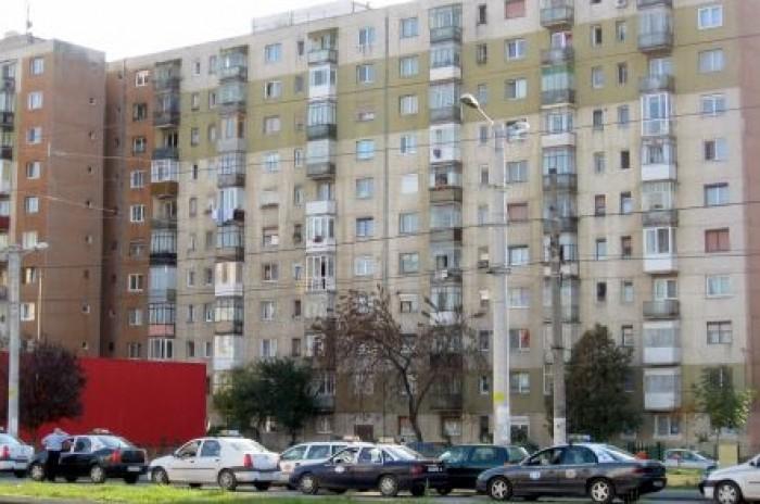 Proiect de eficientizare energetică. Blocurile locative din Chişinău, cu uși și ferestre noi