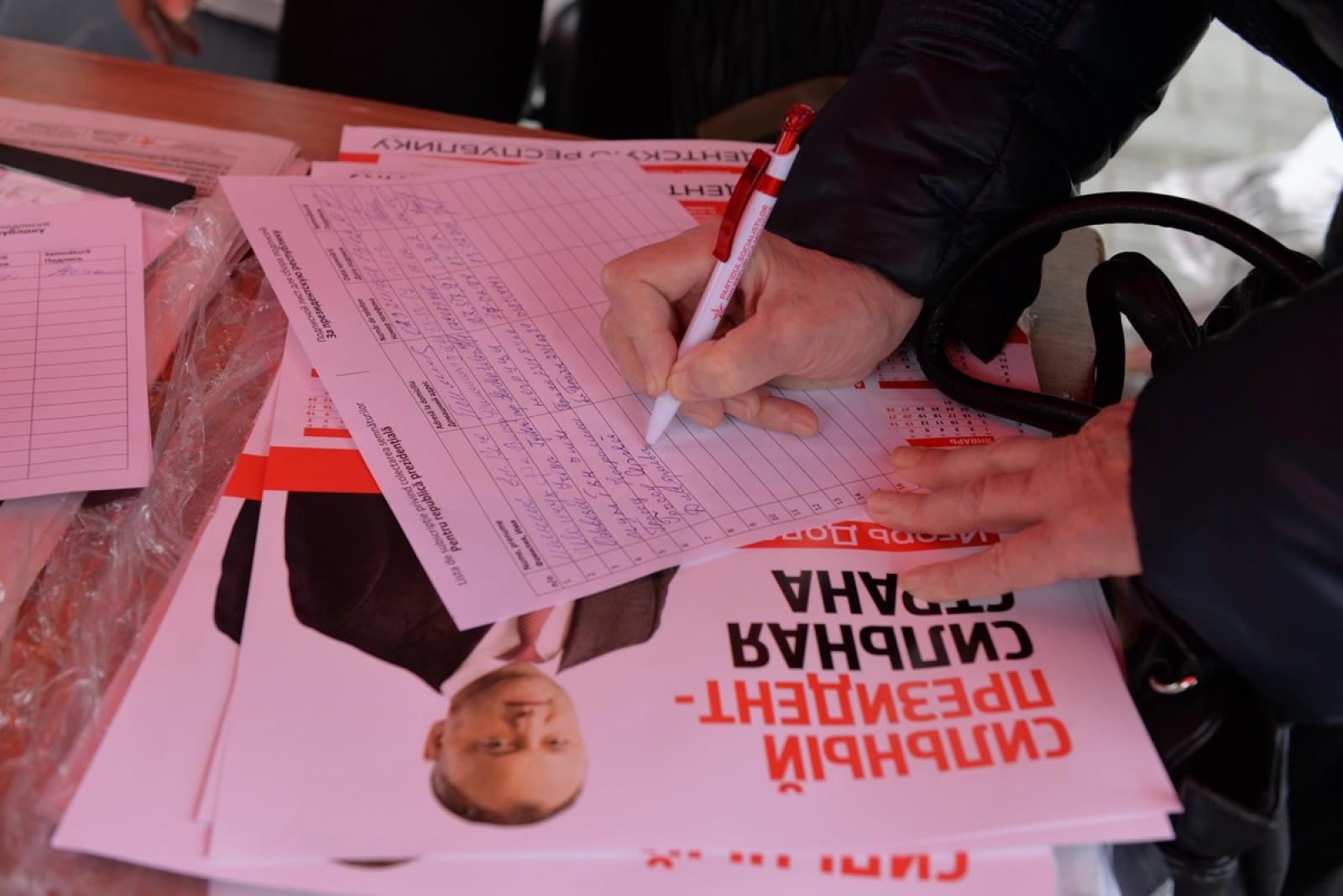 PSRM-ul se laudă cu 700 de mii de semnături în favoarea lui Igor Dodon