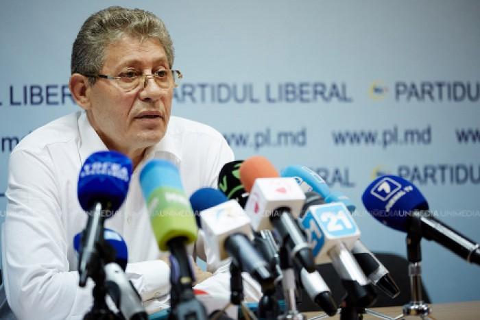 """(video) Răspunsul lui Ghimpu la """"Râia liberală"""": Am scăpat capitala de ciuma socialistă"""