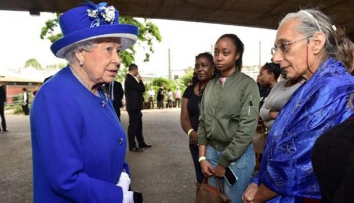 Regina şi prinţul William vor să ajute victimile incendiului din Turnul Grenfell