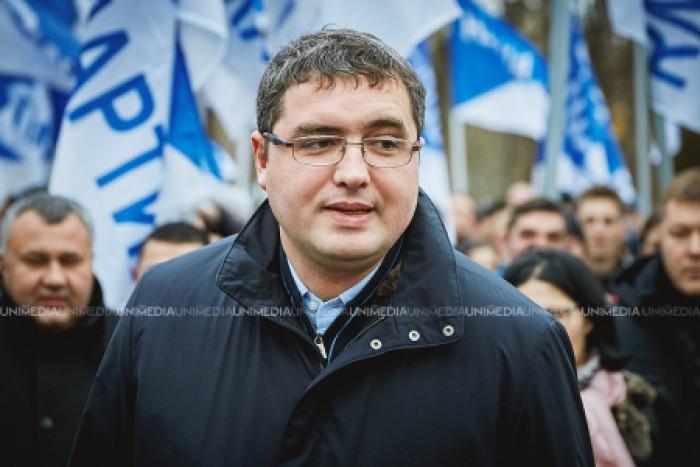 Renato Usatîi anunță că PDM adună oameni pentru a organiza un miting în susținerea candidatului Plahotniuc