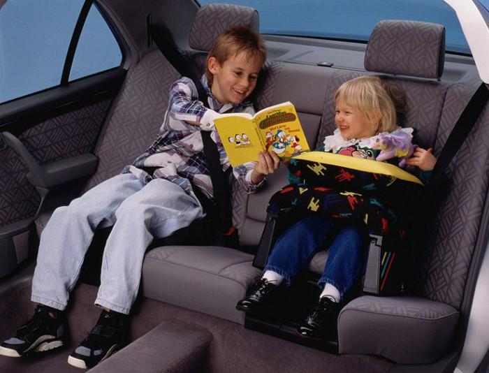 Reportaj VIDEO în Chişinău: Cum călătoresc copiii pe bancheta din spate în automobile şi cum ar trebui să călătorească?