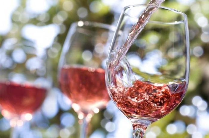 """Rezultatele campaniei """"La vie en rosé"""": 350 de participanți, 10 somelieri și 80 de tipuri de vin degustate"""