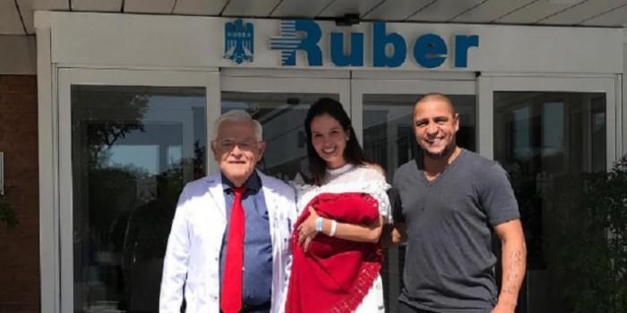 Roberto Carlos are un motiv în plus de fericire! Brazilianul a devenit tată pentru a noua oară