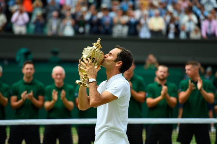 (video) Roger Federer a intrat în istorie! Elvețianul a câștigat a opta oară turneul de la Wimbledon