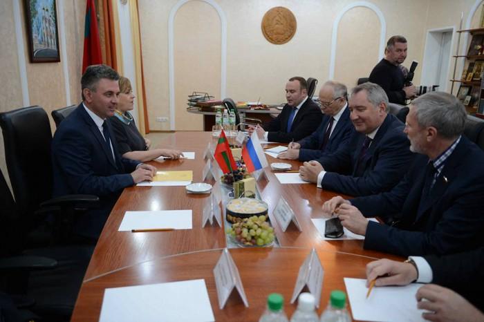 Rogozin se ia de Plahotniuc: Știe cineva de ce unicul miliardar dintr-o țară săracă instigă la război pe Nistru