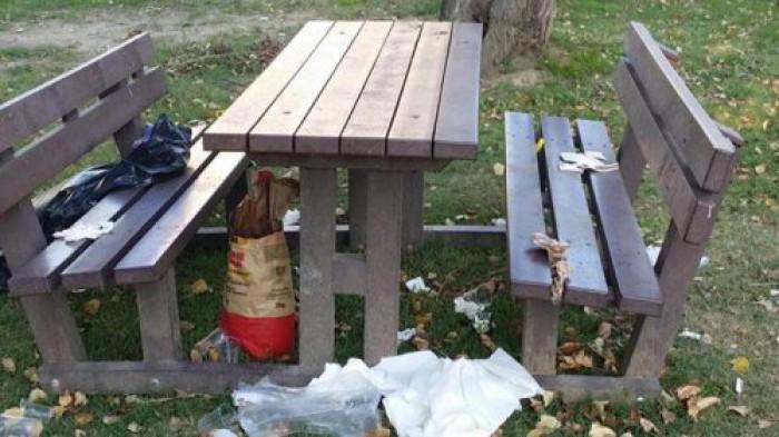 """Români de prin Italia și gunoiul lăsat în urma lor. Reacția unui primar italian: """"Nu-i vrem aici, printre noi"""""""