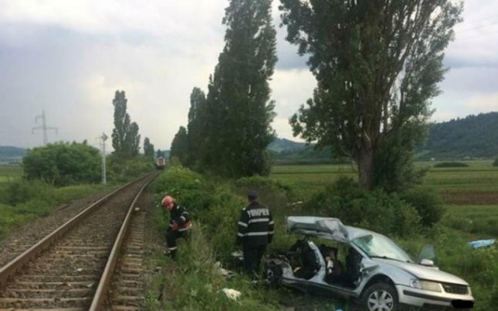 România: Patru studente au murit şi o alta a fost rănită grav după ce maşina în care se aflau a fost lovită de tren