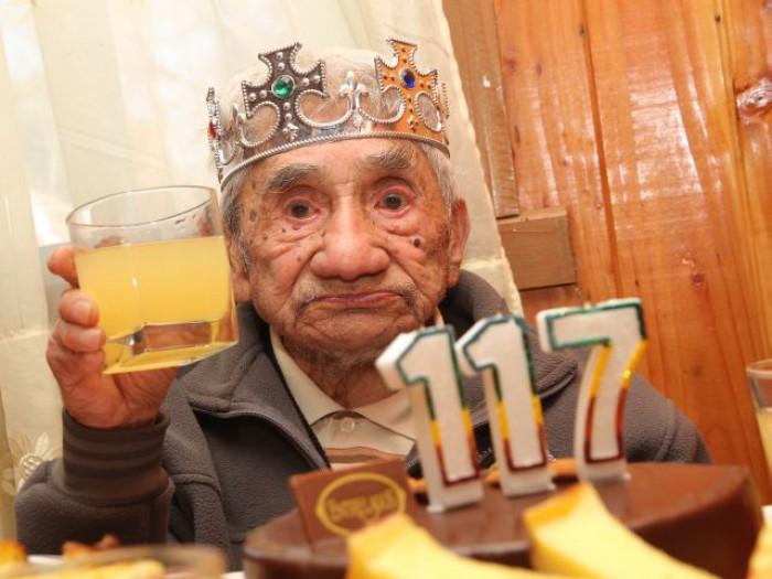 S-a născut în 1896 şi încă trăieşte. Povestea celui mai bătrân om din lume