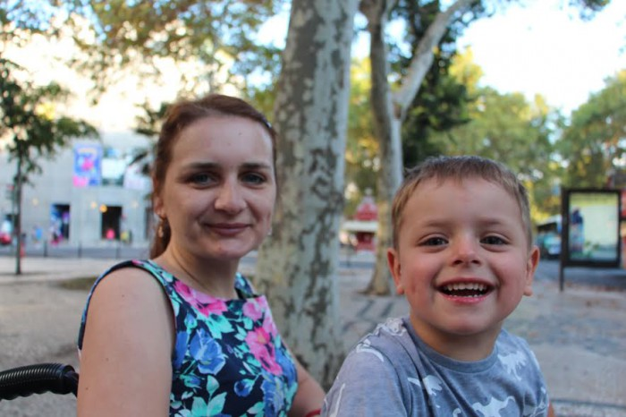 Să o ajutăm pe Aliona. Mama unui băiețel de cinci ani suferă de scleroză multiplă: Cel mai grav este că nu pot avea grijă de copilul meu