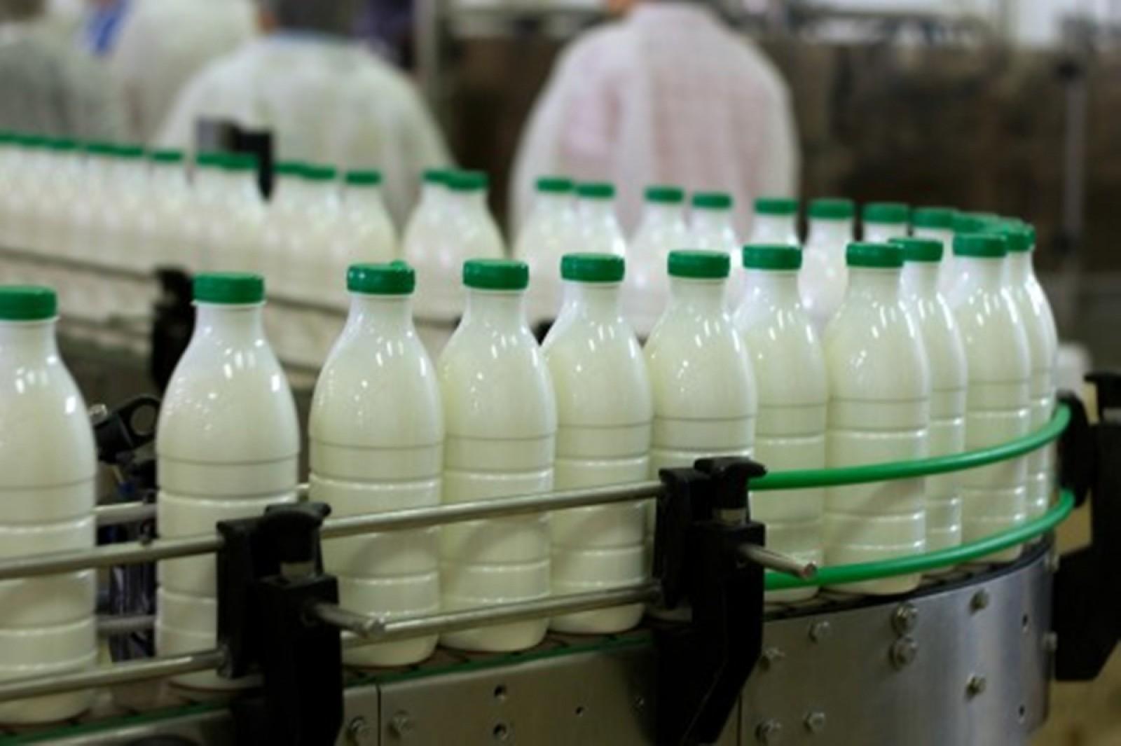 Scandalul lactatelor: Autorităţile ameninţă cu sancţiuni dure, dar amână aplicarea normelor UE
