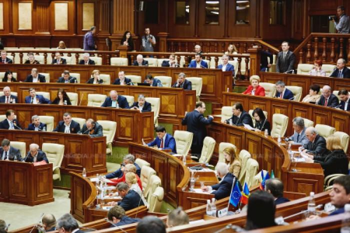 (sondaj) Două partide ar accede în Parlament, dacă duminica viitoare s-ar organiza alegeri