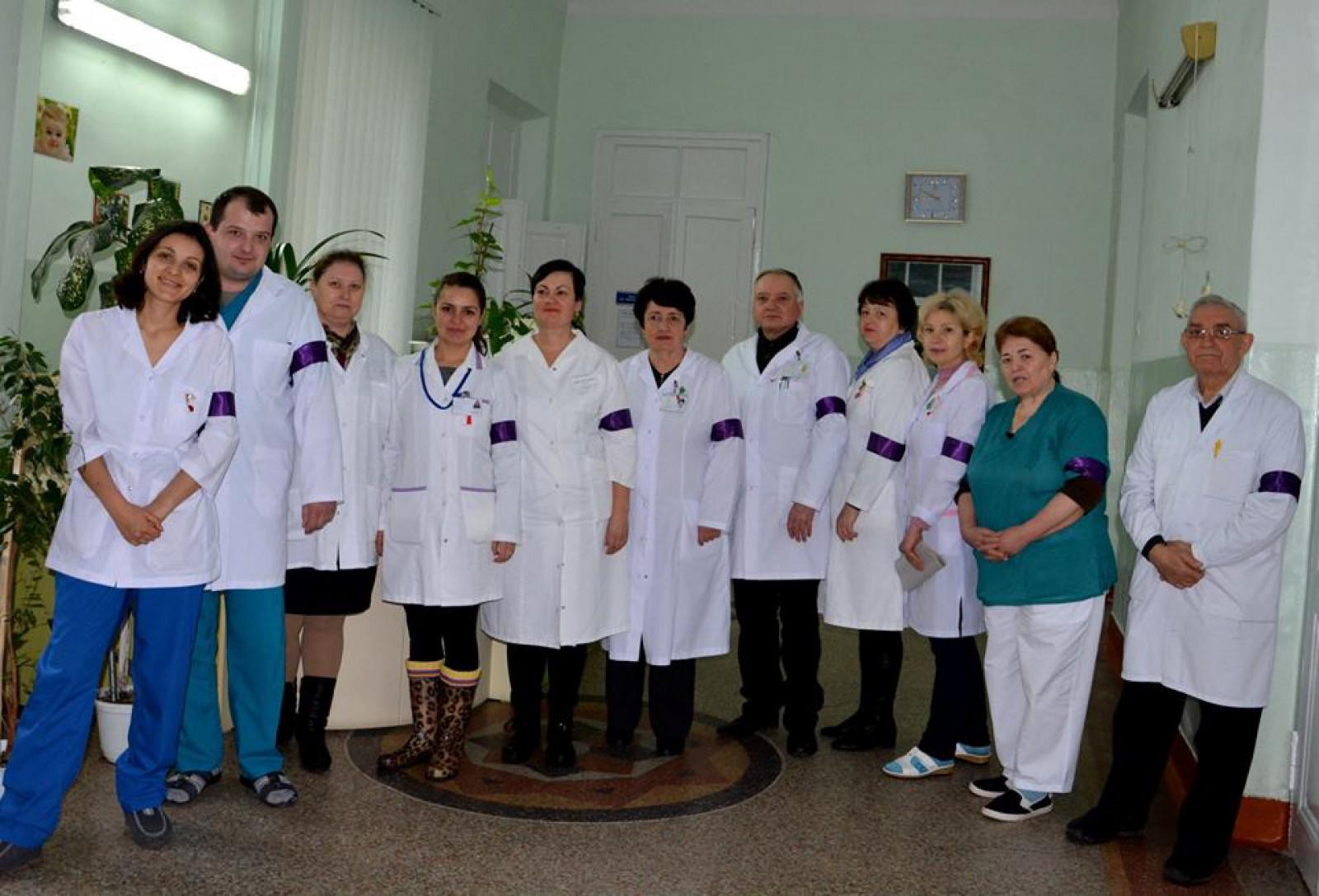 Medicii de la Spitalul nr.4, solidari: Personalul instituției medicale poartă panglici de culoare mov