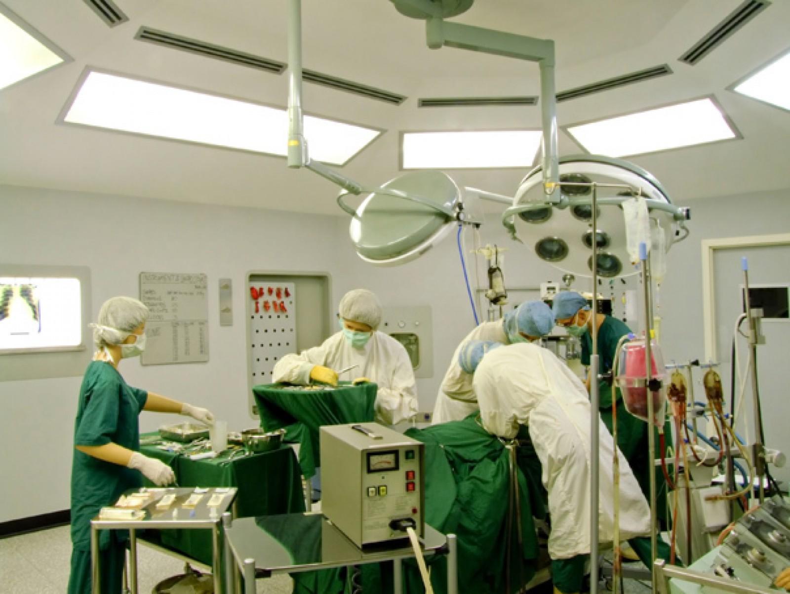 Starea bărbatului, operat de medicul basarabean, Igor Tudorache, la o săptămână de la transplantul pulmonar. Primul de acest gen din România