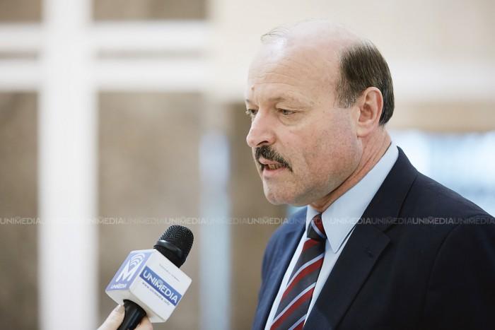 """(stop cadru) Distincția lui """"Pintilie Călătorul"""" în Parlament. Ghilețchi: Cheltuielile mele pe un an sunt cheltuieli pe care un deputat european le-ar face într-o săptămână"""