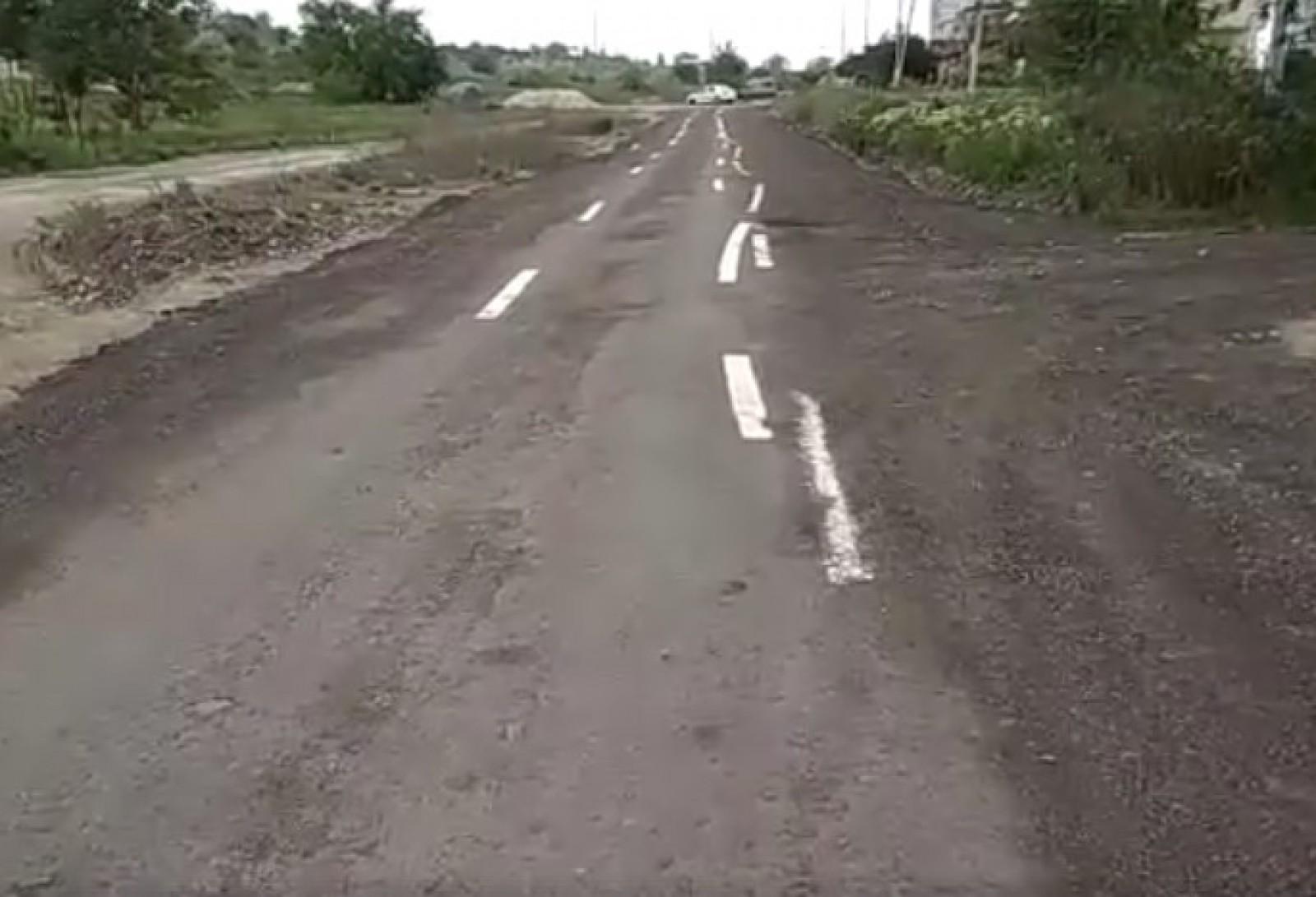 (stop cadru) Drumuri nu-s însă marcaje sunt: Ce a apărut pe un drum de țară în sectorul Ciocana