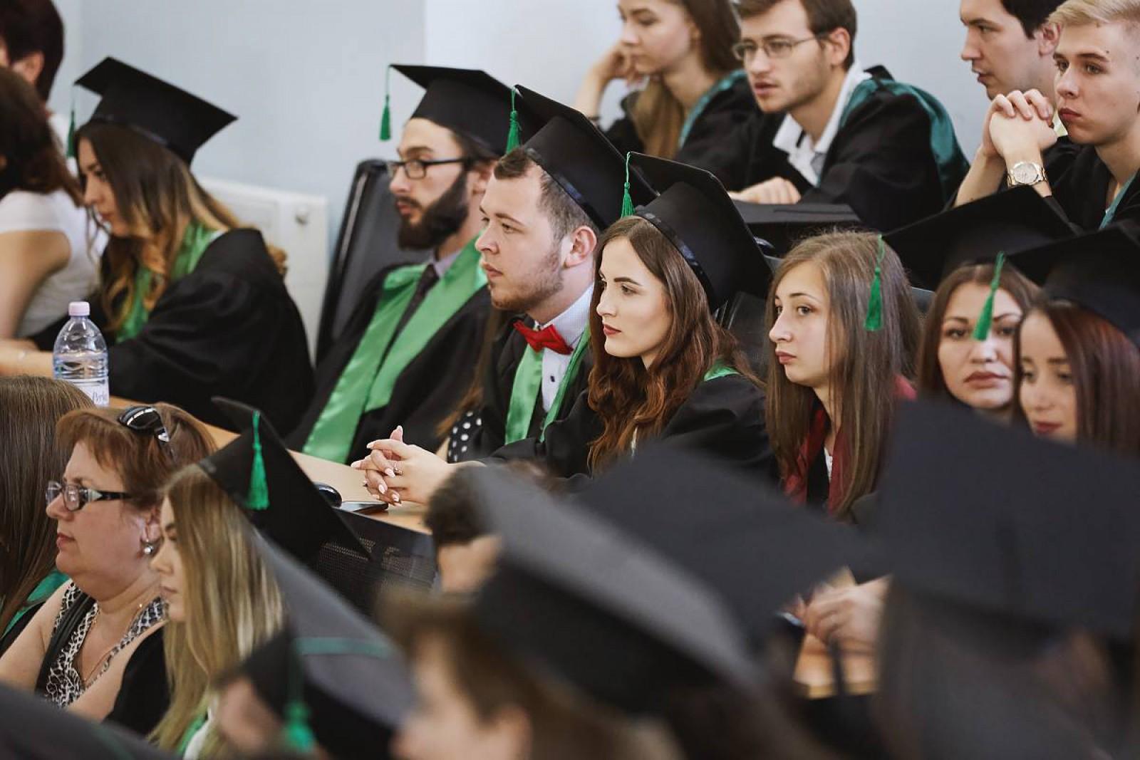 Studenții din Republica Moldova pot aplica la concursul Burse de Merit 2017. Se anunță premii de 12.000 de lei