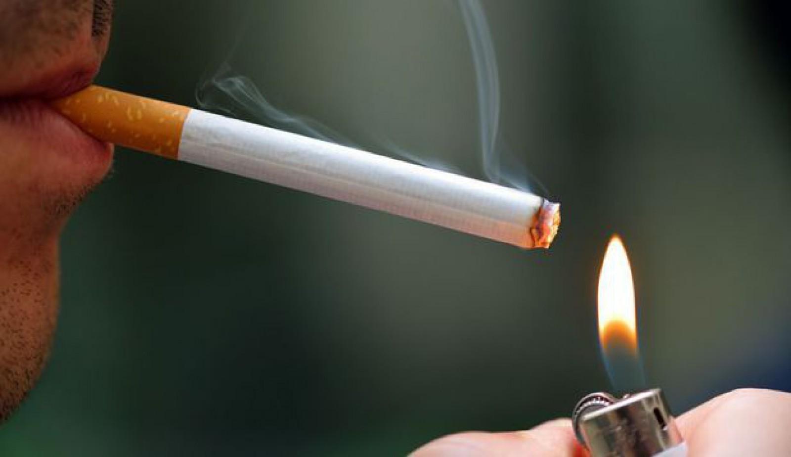 Studiu: Cel puţin 3 din 5 persoane care încearcă să fumeze o ţigară devin dependente