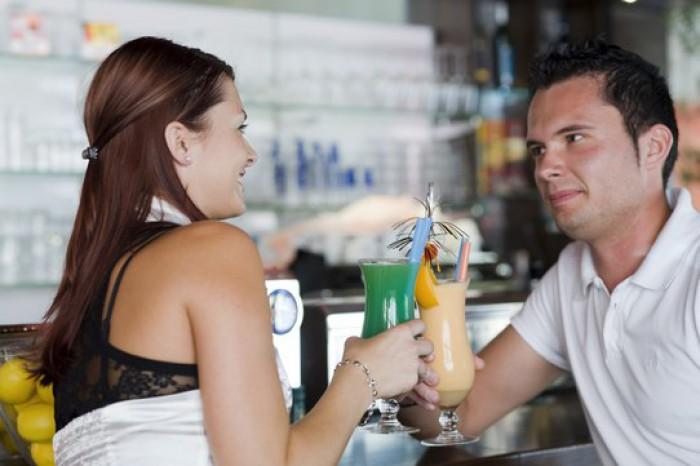 Studiu: Cum influenţează alcool relaţiile romantice