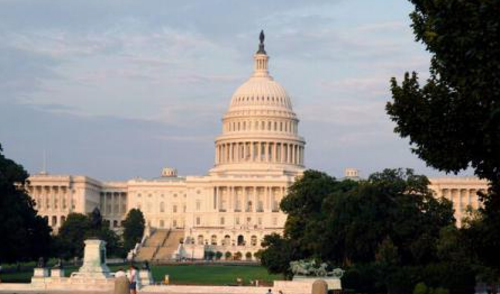 SUA: Camera Reprezentanților a adoptat o lege care le permite americanilor cu autorizație de port-armă să călătorească înarmați în orice stat