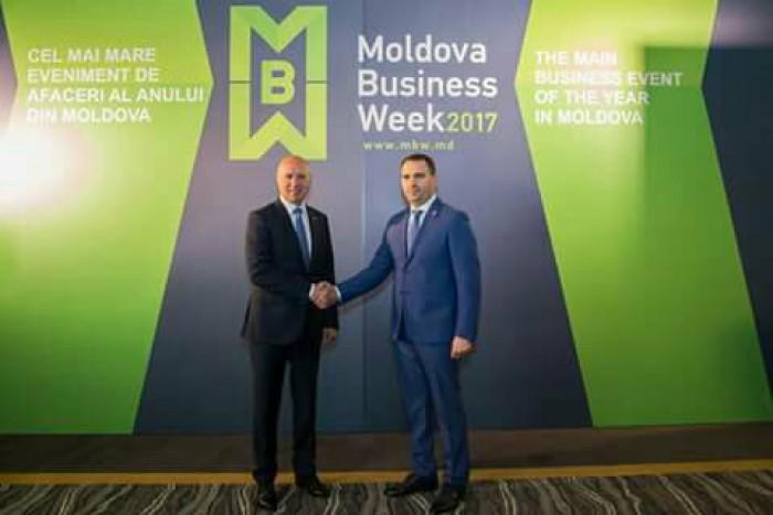 """Sute de reprezentanți ai mediului de afaceri au stabilit contacte de business la forumul """"Invest in Moldova"""""""