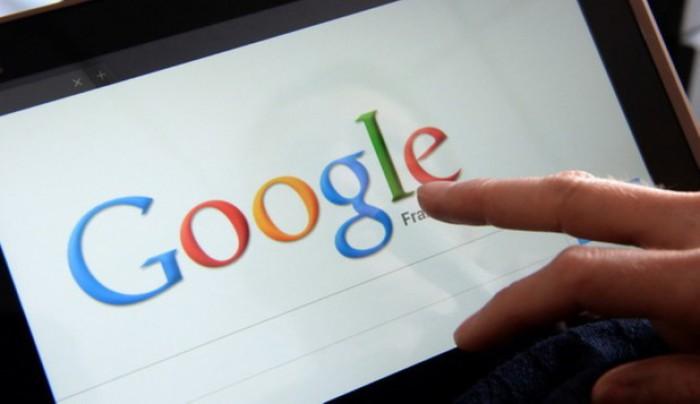"""""""Cum să săruţi"""". Top 10 cele mai căutate întrebări pe Google"""