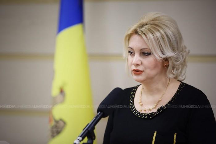 (update) Deputata Violeta Ivanov, reținută pe aeroportul din Moscova: Mi s-au verificat actele și atât