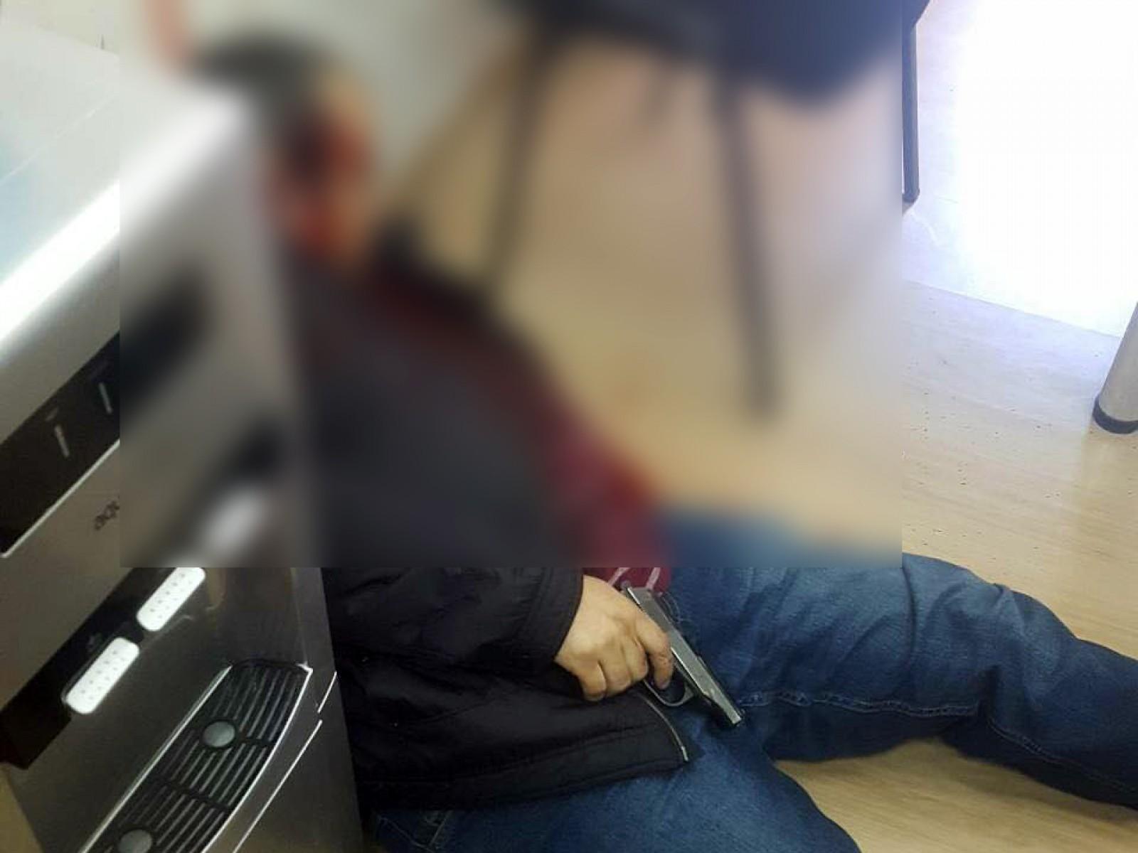 (video/update) Un bărbat s-a împușcat în sediul unei companii de creditare: Avea datorii de 12 mii de dolari