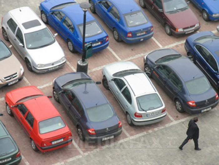 Un bărbat și-a găsit mașina uitată într-un loc de parcare, acum 20 de ani