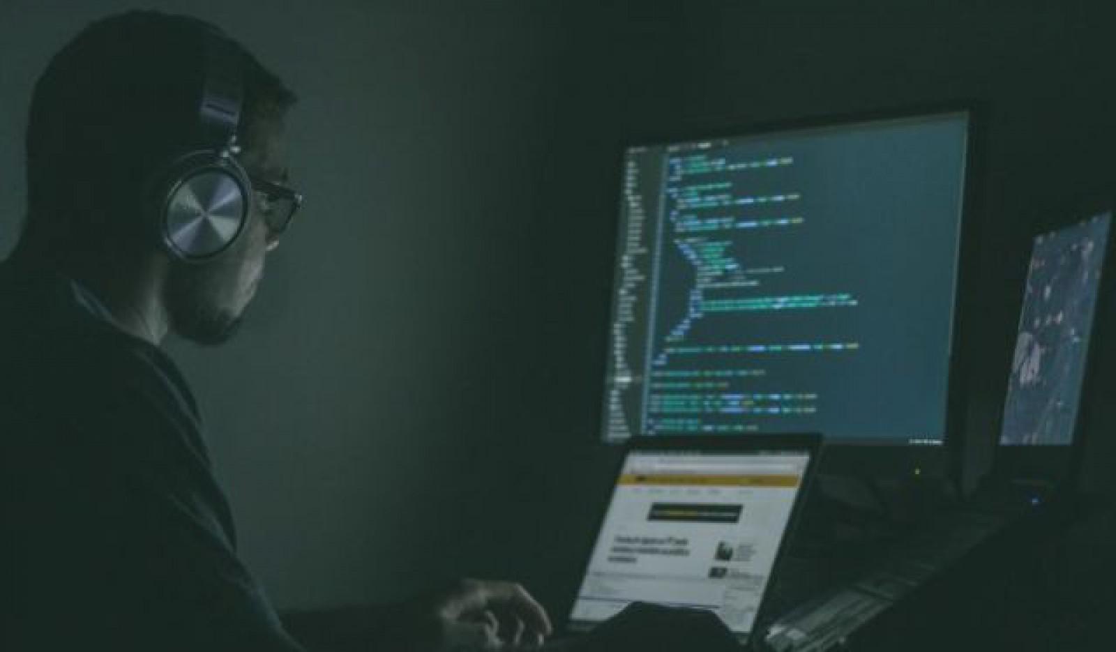 Un elev a fost reţinut după ce a folosit o campanie de phishing pentru a-şi modifica notele din catalogul online