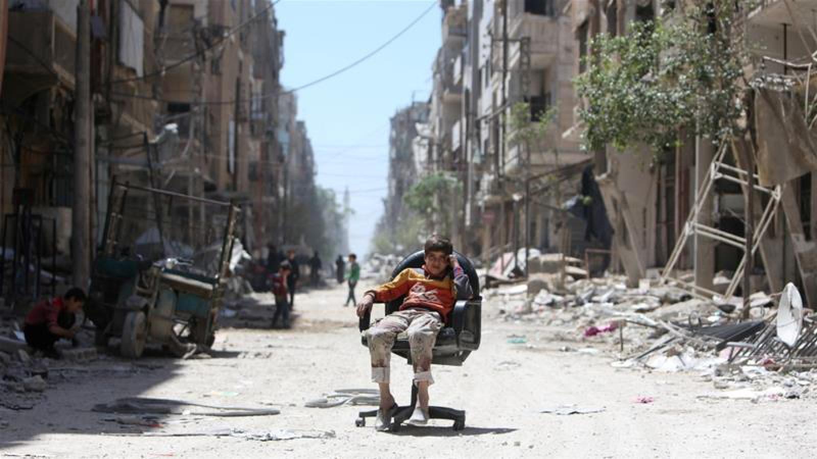 Un grup de inspectori chimici a ajuns în orașul Douma, pentru a aduna probe privind presupusul atac chimic