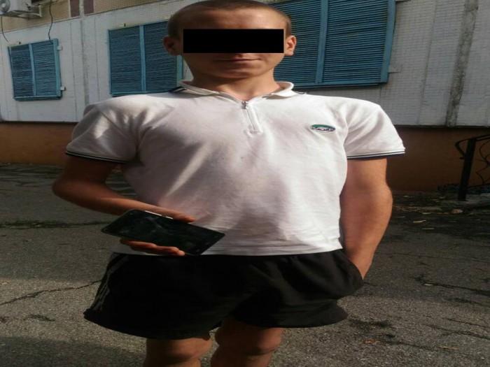Un minor de 14 ani, reținut pentru cel puțin șase jafuri. Ce riscă adolescentul