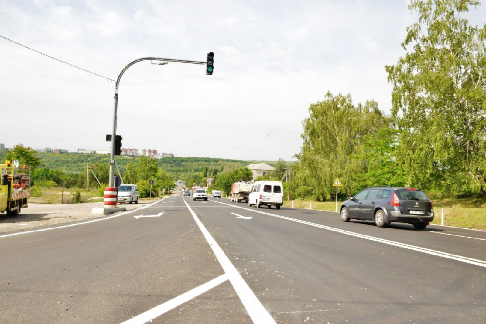 Un nou semafor inteligent, instalat la intersecția străzilor Petricani cu șoseaua Balcani: Va lucra de mâine