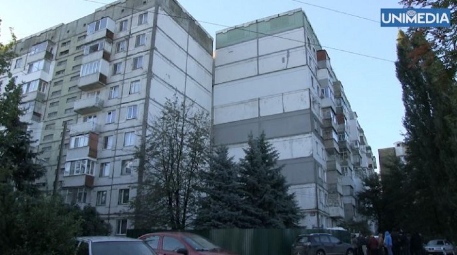 Sfârșit tragic: Un student s-a aruncat de la etajul 16 al unui bloc de pe strada Ismail