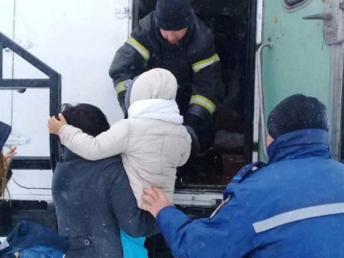 (update) Lupta cu zăpada: Peste 100 de pompieri și militari din sudul țării intervin în ajutorul oamenilor