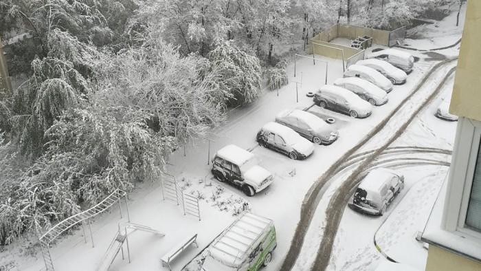 Veşti proaste pentru şoferi! Iată câte zile va mai ninge în Moldova